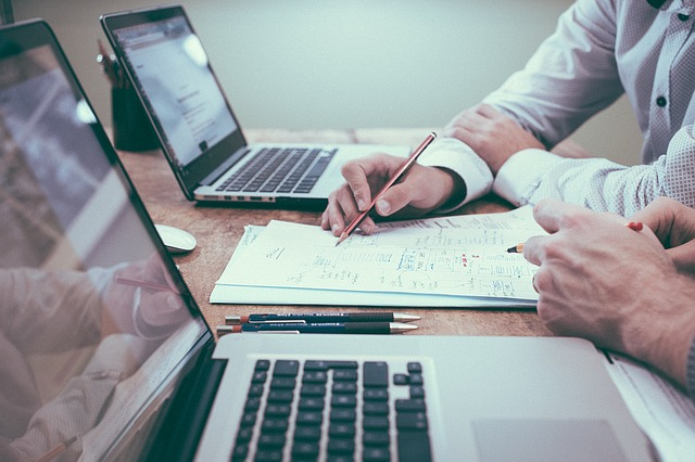 כיצד להתייעץ עם עורך דין עבודה ללא עלות