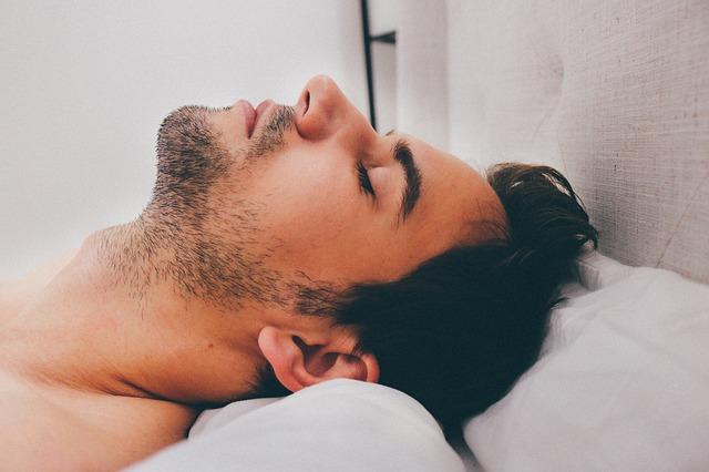 סובלים מדום נשימה בשינה? בדקו את זכויותיכם