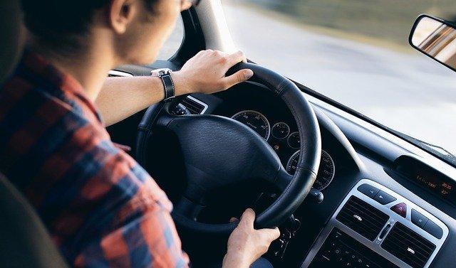 נהיגה בפסילה – מה זו עבירת פסילה ולמה אסור לנהוג בתקופה זו?